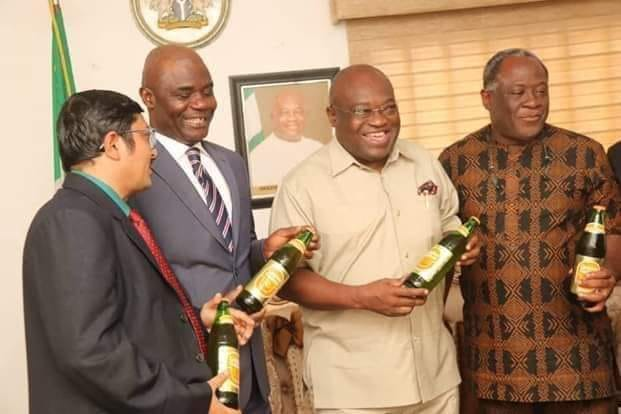 Governor Okezie Ikpeazu (c) with the Members of Golden Guinea Breweries Plc